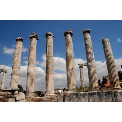 トルコのローマ遺跡アフロディシアスの神殿跡列柱