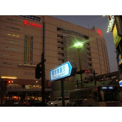ことでんの瓦町駅を菊池寛通りから撮影。