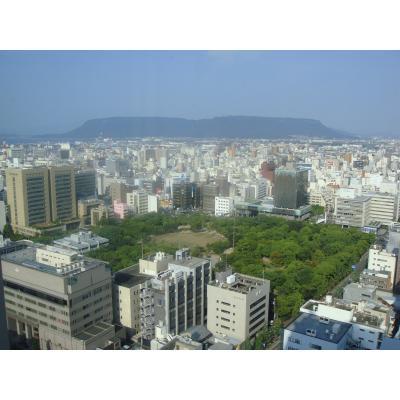 香川県庁舎から撮影した屋島の画像です。