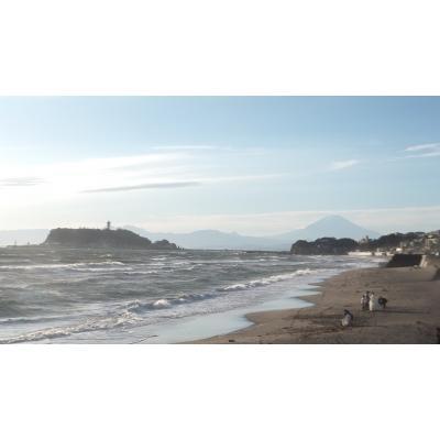 七里ヶ浜から見える江ノ島と富士山